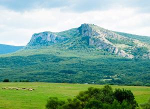 Крымские Альпы, мирно пасущиеся барашки прилагаются :)