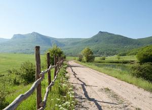 И вот, уже виднеются домики Кабаньего перевала.