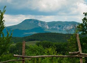 Окрестности Кабаньего Перевала - отличное место для тех, кто любит горы.