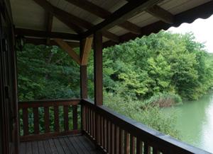Мечтаете об озере за окном? Мы всегда рады гостям!