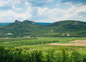 Крым радует великолепными пейзажами уже на подъезде к Кабаньему Перевалу.